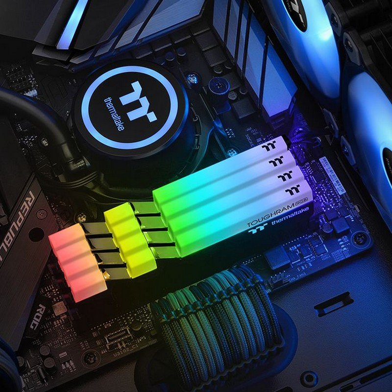 Memoria RAM Thermaltake Toughram RGB 16GB (2 x 8GB) DDR4 3200MHz CL16