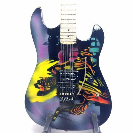 Mini Guitarra De Colección Tributo Iron Maiden Rock Legend